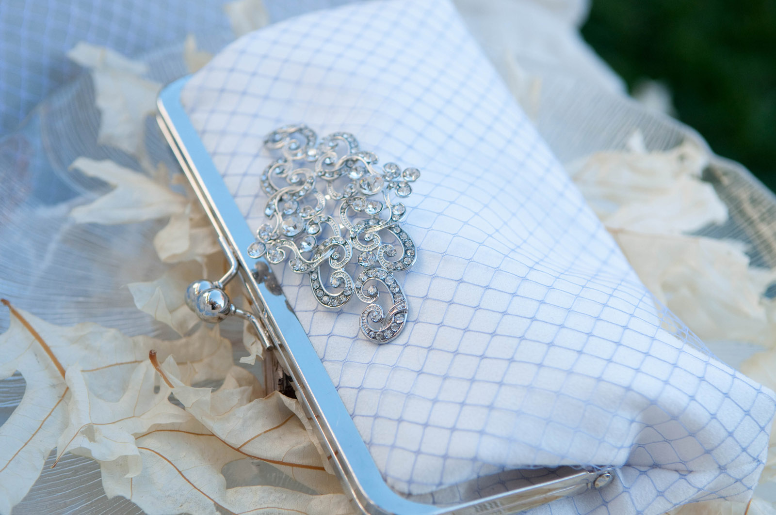 Bohemian Chic Wedding | ArANGEE W. Bridal & Bridesmaids Clutch bags | Photo by Samantha Randall